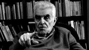 René Girard en su biblioteca