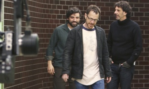 Oscar Isaac, Joel Coen y Ethan Coen rodando una escena del montaje (Foto: Alison Rosa © 2012 Large Strange Trip)