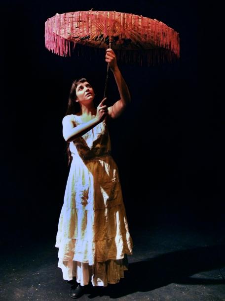 Camille y su parasol (Foto: Patricia Domínguez del Pino)