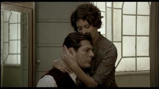 Gabriele no puede resistir el amor de Antonietta