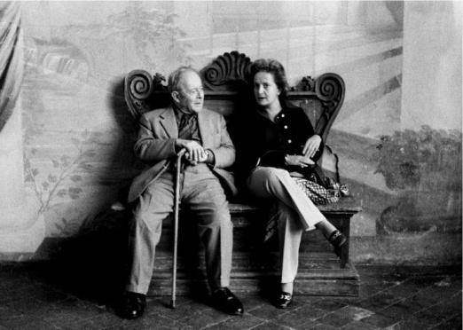Mario Praz visitado por Margarita de Inglaterra en su casa de Roma el 10 de junio de 1973 (Foto: Milton Gendel)
