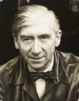 Herbert Read retratado por Rollie McKenna / Fuente: National Portrait Gallery